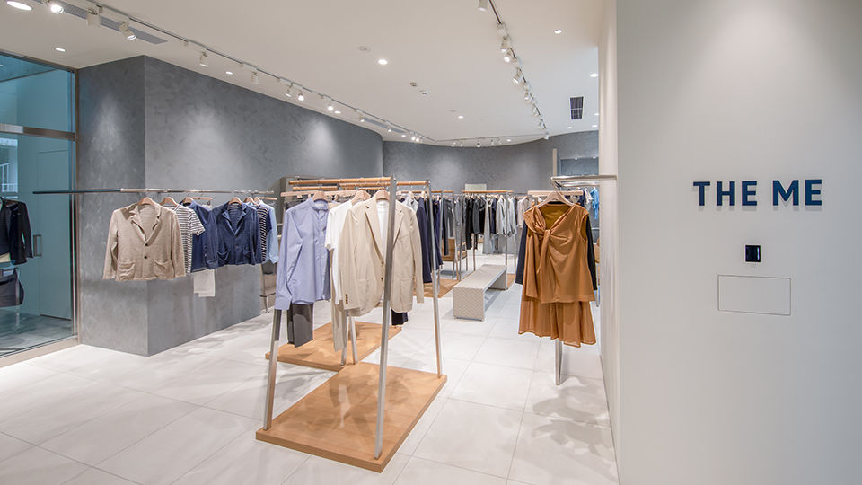 THE ME brand colors of navy and silver are used as key colors to create a stylish finish in the 2,671-sq.-ft. space. At the same time, warm as key colors to create a stylish finish. As a dual concept store, THE ME also is a genderless space that is comfortable for everyone.