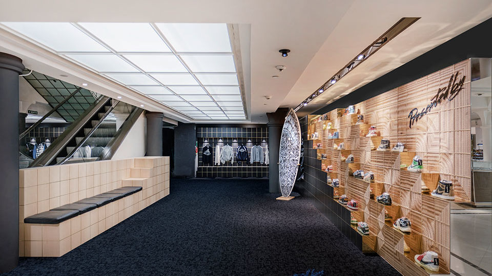 Barcelona-based design firm External Reference has unveiled the new Presentedby store at Le Bon Marché Rive Gauche, the first project of the studio in Paris. Presentedby is a premium consignment store for luxury sneaker and streetwear-enthusiasts.
