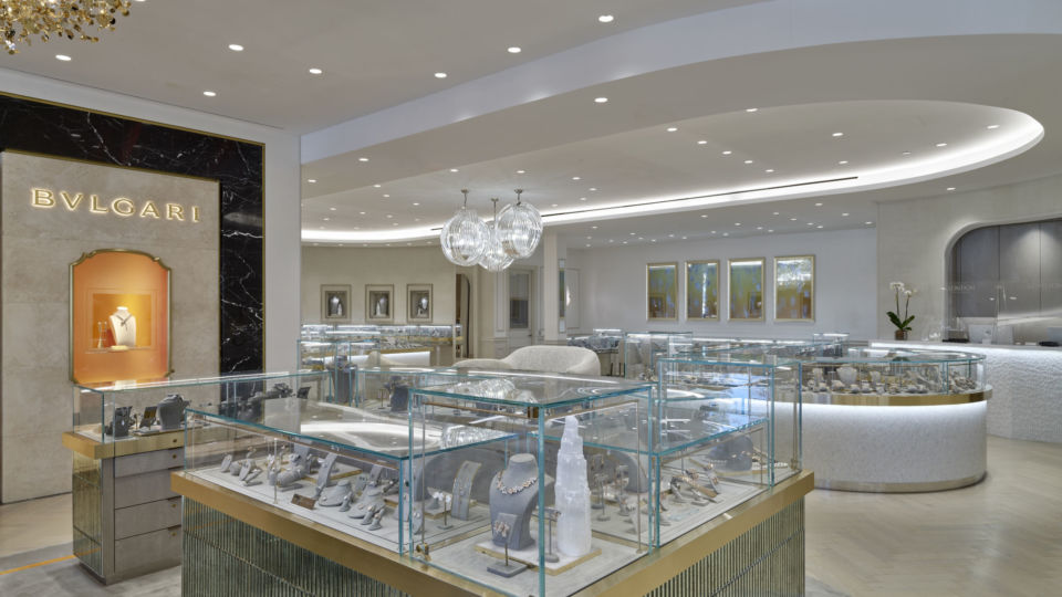 This reimagined London Jewelers location offers a balance between family-owned character and sophisticated elegance.