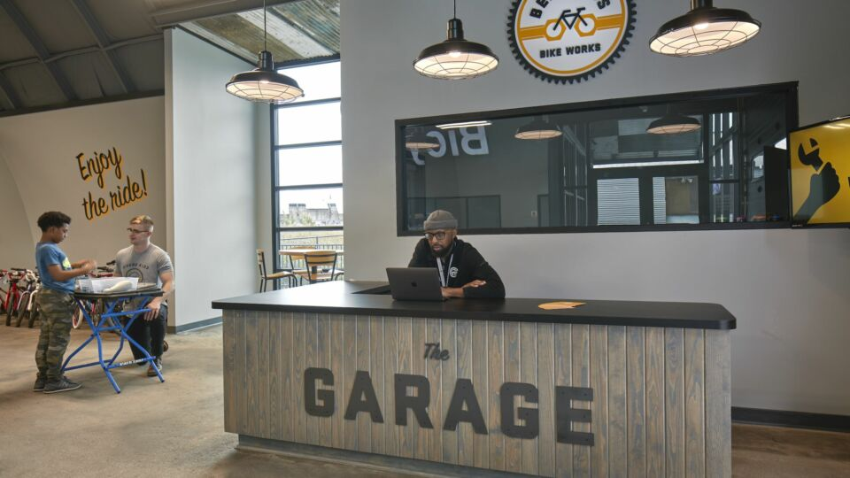 To maintain the industrial feel, the design team specified concrete and black metal framing for a more rugged aesthetic that also exudes warmth. Additionally, some of the old metal from the building's exterior was repurposed as a nod to the past.