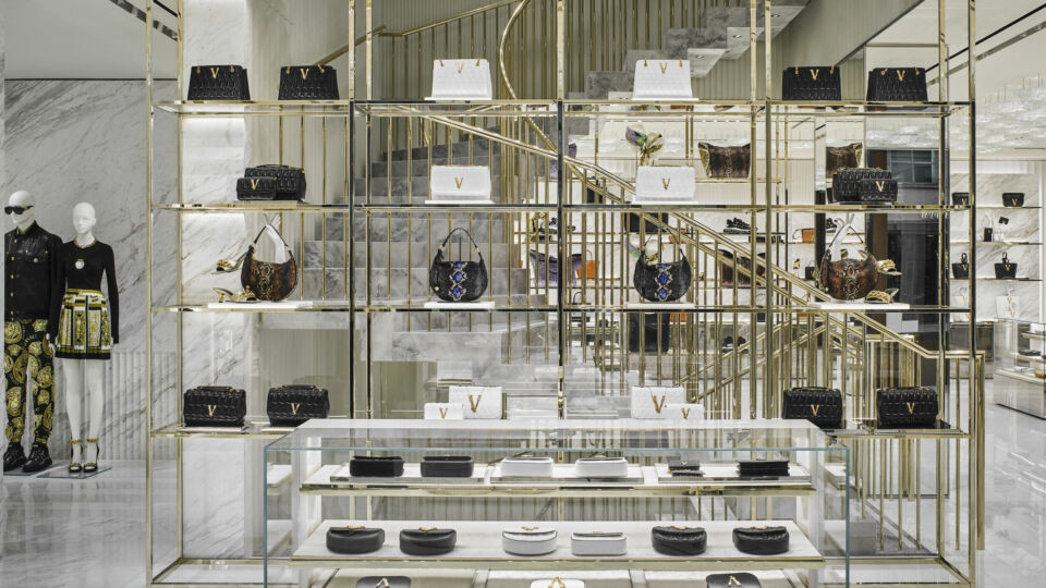 The large ground floor is dedicated to accessories.