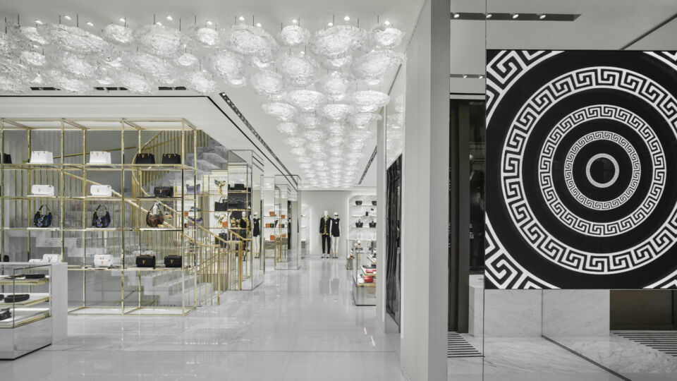 Dedicated modern art pieces were commissioned for the store, interpreting the power and the visual magic of the iconic Medusa head.