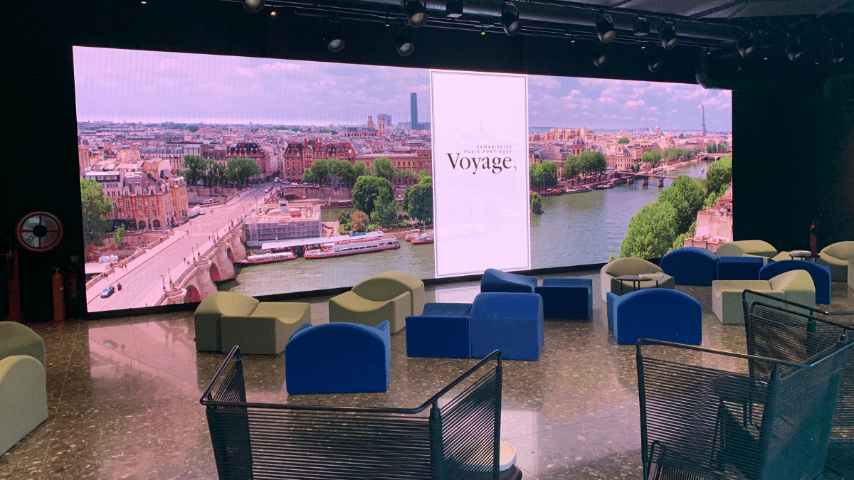 A lounge area on the sixth floor that opens onto the gallery under the glass roof can be rented for events.