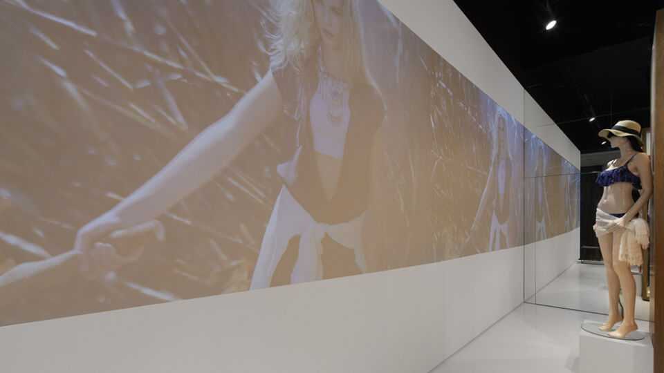 To foster a sense of local pride and connection to the Glassons brand, a floor-to-ceiling projection screen showcases local imagery.